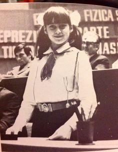 Nadia the Pioneer. Romanian equivalent to girl guides. Gymnastics History, Sport Gymnastics, Olympic Gymnastics, Olympic Games, 1976 Olympics, Summer Olympics, Nadia Comaneci 1976, Nadia Comaneci Perfect 10, Gymnastics Problems