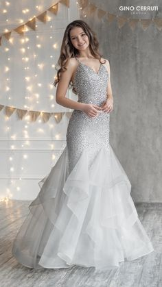 Indian Wedding Gowns, Party Wear Indian Dresses, Pretty Prom Dresses, Indian Gowns Dresses, Indian Fashion Dresses, Elegant Dresses, Beautiful Dresses, Evening Gowns Dresses, Beautiful Gown Designs