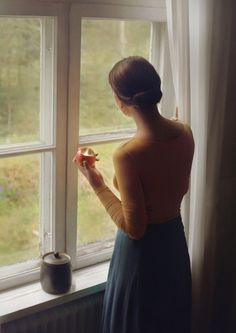 Perfect light, especially the apple. Feel so graceful and delicate. Like an old painting. By Anna Ådén, via Flickr