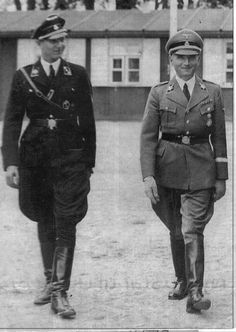 Søren Kam and the German plenipotentiary Werner Best at the SS school Høveltegård in Nordsjælland. Søren Kam taught SS ideology at the school and Dr. Best looks like he had cream for lunch, alarming.