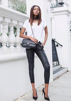 O preto e branco ficou mais interessante graças ao couro, material que torna qualquer look mais rico, e a choker é o acessório que dá um up no visual rapidinho!
