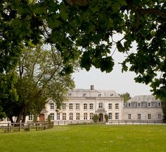 Chateau de Cocove close to Calais and ideal for those commuting via the Tunnel.