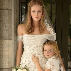Foto linda e vestido mais lindo ainda: decote ombro a ombro é a nova super tendência para vestido de noiva, mesmo para as mais românticas! <3 Mais sobre o decote, você confere lá no blog!
