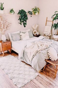 Cute Bedroom Ideas, Room Ideas Bedroom, Home Decor Bedroom, Nature Bedroom, Plants In Bedroom, Pretty Bedroom, Nature Inspired Bedroom, Earthy Bedroom, Earth Tone Bedroom