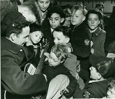 Woody Guthrie performing for children in NYC, 1943