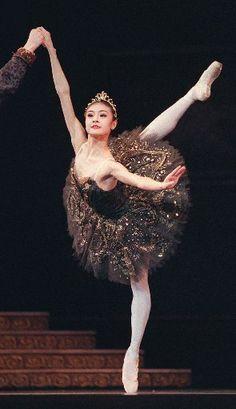 Black Swan tutu or White Swan tutu?  'Black Swan's' fashion effect