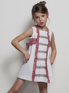 Tartaleta: Primavera Verano me ideas for updating a plain shift pattern Little Girl Outfits, Little Girl Dresses, Girls Dresses, Cute Outfits, Fashion Kids, Baby Girl Fashion, Little Fashionista, Kids Wear, Baby Dress