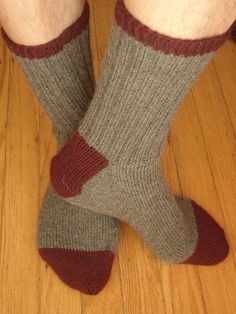 Ravelry: Basic Toe-Up Socks pattern by Jesse Loesberg - This is one of the easiest patterns to follow for men or women.