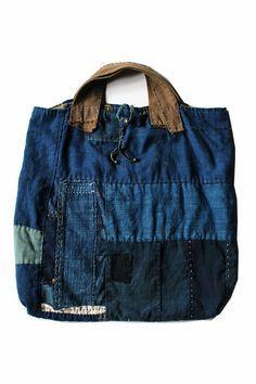 当店で取り扱わせていただいている「桃雪」さん… Jeans Recycling, Recycle Jeans, Patchwork Bags, Quilted Bag, Sacs Tote Bags, Denim Handbags, Recycled Denim, Denim Bag, Fabric Bags