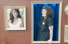 I really like this idea of a frame wall for a photo booth
