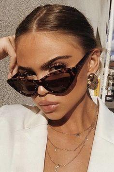 00989c64ecb1 1990s Vintage Women s Cat Eye Sunglasses