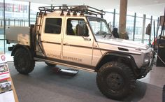 Benz G Wagon modded into a badass overland truck! Mercedes G Wagon, Mercedes Benz G 500, Mercedes G500, Auto Jeep, Jeep Cars, Jeep Truck, Expedition Trailer, Expedition Vehicle, Pick Up