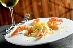 Aprenda a fazer o espaguete de pupunha com camarões | Revista Menu