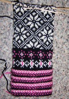 Nice choice of colours here, Estonian pattern, but Latvian braids
