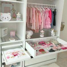 Matratzenlager kinderzimmer  ikea #Kinderzimmer #babyzimmer #babygirl #wandsticker ...