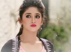 So cute shivi😍😘 Indian Tv Actress, Beautiful Indian Actress, Beautiful Bride, Shivangi Joshi Instagram, Kartik And Naira, Kaira Yrkkh, Indian Star, Cutest Couple Ever, Smileys