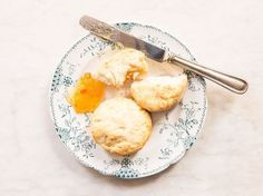 Biscuits--Powdery fine flour makes for a supremely fluffy biscuit in this simple, four-ingredient recipe. Fluffy Biscuits, Cream Biscuits, Buttery Biscuits, Buttermilk Biscuits, Best Biscuit Recipe, Best Bread Recipe, Flour Recipes, Baking Recipes, Bread Recipes