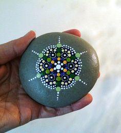 Lila & grün Mandala gemalt Beach Stein Kiesel von P4MirandaPitrone