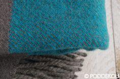 Vlnený prehoz sivo-modrý so strapcami