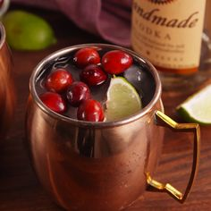 You Should Have A Cranberry Mule In Your Hand All Thanksgiving Day Vodka Cranberry Mules – Cocktails and Pretty Drinks Cocktail Party Food, Cocktail Drinks, Fun Drinks, Yummy Drinks, Cocktail Recipes, Alcoholic Drinks, Beverages, Bourbon Drinks, Cocktail Ideas