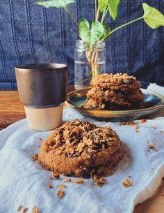 Receita de cookies de banana, aveia e melado (Foto: Thiago Medeiros) Bananas, Granola, Banana Madura, Plant Based, Muffin, Favorite Recipes, Breakfast, Food, Oat Flour