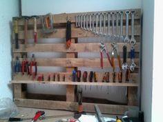 Pratique ! Rangez vos outils à l'aide d'une palette Garage Tools, Garage Shop, Diy Garage, Small Garage, Garage Ideas, Workshop Storage, Garage Workshop, Garage Organization, Garage Storage