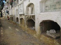 el Cementerio de Sevilla no está igual de conservado para todos, una lástima
