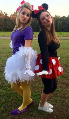 20 of the most popular Halloween costumes of Netflix and Chill Halloween costume is so easy to tinker with your super girlfriend group costume ideasTiger and piglet costume.Minnie Mouse and Daisy Duck Halloween Daisy Duck Halloween Costume, Best Friend Halloween Costumes, Hallowen Costume, Fete Halloween, Halloween Outfits, Group Halloween, Minnie Mouse Halloween Costume, Halloween Ideas, Homemade Minnie Mouse Costume