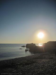 http://ilsassonellostagno.wordpress.com/2014/07/04/incontrandosi-nei-versi-di-franco-floris/ - tramonto sulla spiaggia di Is aruttas (OR) - ph. Angela Greco