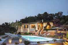 Villa Pelekas || Featuring an outdoor pool, a large garden, and a furnished veranda, Villa Pelekas, in Pelekas Village, offers luxury self-catering accommodation with free WiFi and sea views.
