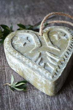 "savon ""Pain d'Alep"": The Mesopotamian soap [made in Syria] Savon Soap, Olive Oil Soap, I Love Heart, Soap Recipes, Handmade Soaps, Handmade Cosmetics, Home Made Soap, Perfume, Soap Making"