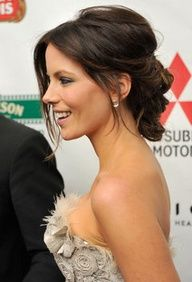 Kate Beckinsale low updo - coiffure cheveux longs