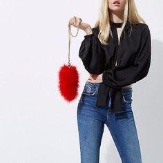 Un mini sac fourre toute à plumes, pour une touche de fun sur une tenue
