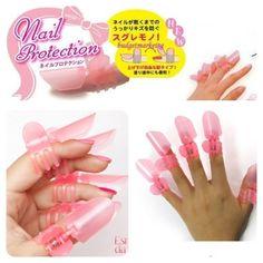 Protetor para as unhas. Será que essa moda pega? Confira essa novidade no blog.