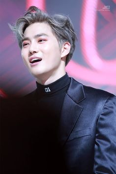 Suho // EXO // His gray hair is on point. Suho Exo, Exo Kai, Park Chanyeol, Chen, Kris Wu, K Pop, Kim Joon, Exo Korean, Kim Junmyeon