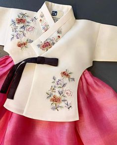 Korean Traditional, Traditional Dresses, Hanbok Wedding, Modern Hanbok, Doll Sewing Patterns, Hooded Dress, Korean Dress, Hanfu, Baby Dress