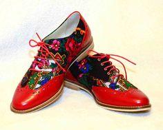 Pantofii Rosii Magici … ai Dorotheei Pantofi de dama, exterior piele/textil, interior piele.