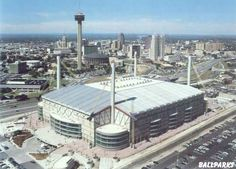 Alamodome, ready to watch my cuz wk the stage from Somerset HS