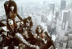 In Ace Frehley (from l.), Paul Stanley, Gene Simmons and Peter Criss put on makeup and changed the face of rock and roll. Paul Stanley, Empire State Building, Heavy Metal, Heavy Rock, Kiss Band, Gene Simmons, Pink Floyd, Nyc, Eric Singer