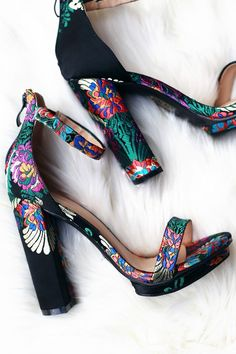 Pretty Shoes, Beautiful Shoes, Ankle Straps, Ankle Strap Sandals, Crazy Shoes, Me Too Shoes, Chunky Heels Outfit, Quinceanera Shoes, Floral Heels