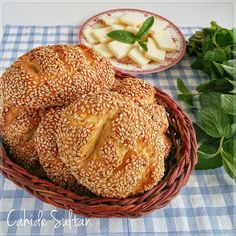 Simit tadında poğaça Dry Bread, Savory Pastry, Famous Recipe, Ramadan Recipes, Turkish Recipes, How To Make Bread, Desert Recipes, Vegetable Recipes, Appetizer Recipes