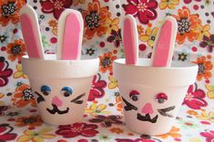 Cute clay pot Easter bunny craft, from http://www.evolvingmommy.com