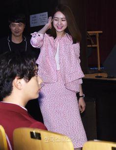 [포토] 이요원, 유부녀 맞아? 자체발광 미모 - 한국스포츠경제