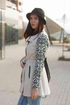 #fashionblogger #slovakblogger #azteccoat #aztecpattern #trenchcoat #hat #blackhat #sprigoutfit #spring