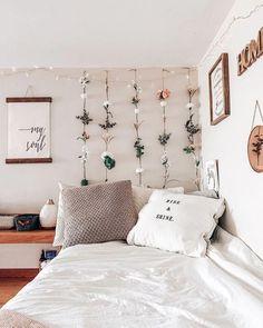 Dorm dormroom decor roomdecor home homedecor kunstlederbetten Cute Bedroom Ideas, Cute Room Decor, Room Ideas Bedroom, Bedroom Decor, Bedroom Inspo, Cozy Bedroom, Mens Room Decor, Flower Room Decor, Men Decor