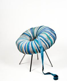 Camilla Hounsell Halvorsen is a Norwegian furniture designer with a special interest in sustainability. Her Drops series consist of an INNERTUBE covered with recycled upholstery materi