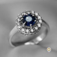 Prsten od belog zlata sa dijamantima i centralnim safirom jasnog porekla. Sapphire, Rings, Jewelry, Fashion, Diamond, Moda, Jewlery, Jewerly, Fashion Styles