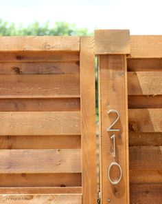 Fantastic Free of Charge backyard fence horizontal Thoughts Yard wooden walls can be found in all sorts of forms as well as sizes. No matter whether you've got a traditio. Diy Privacy Fence, Privacy Fence Designs, Privacy Landscaping, Diy Fence, Backyard Fences, Fence Ideas, Garden Fences, Backyard Door, Walkway Ideas