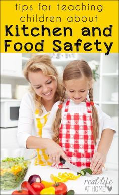 for Teaching Children about Kitchen Safety and Food Safety Not sure how to teach your kids about kitchen skills? Here are tips for teaching children about kitchen safety and food safety. Cooking Classes For Kids, Cooking With Kids, Preschool Cooking, Easy Cooking, Home Safety, Child Safety, Family Safety, Baby Safety, Family Meals