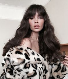 So, you've had your hair cut short and you're stuck for ideas on how to style it. Short hair is easy, so you can often just wash and My Hairstyle, Hairstyles With Bangs, Pretty Hairstyles, Drawing Hairstyles, Blonde Hairstyles, Simple Hairstyles, Model Tips, Pelo Natural, Tips Belleza